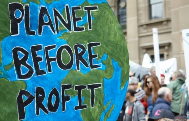 cop21-greenpeace-climate-before-profit-globe-e1450019969275