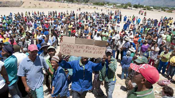 Striking farmworkers in De Doorns express the reality of the lowest paid.